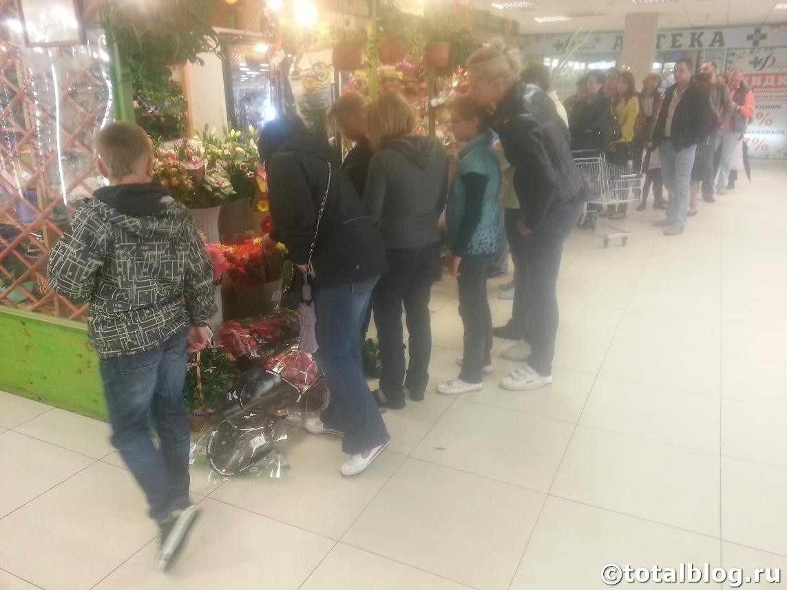 Очередь в цветочный магазин